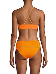Casall - Iconic Bikini Top - bikinitoppar - striking orange - 3