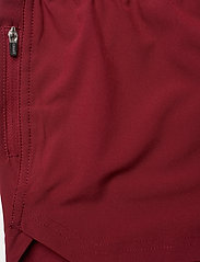 Casall - Light Woven Shorts - spodenki treningowe - moving red - 2