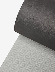 Casall - Yoga mat position 4mm - maty i sprzęt do jogi - black/grey - 3