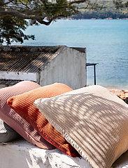 Ceannis - C/c 50x50 Terracotta Crochet - housses de coussins - terracotta - 1