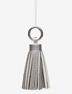 Tassel Silver PU  Metal - nøkkelringer - silver