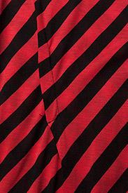 Use dress Slash stripe
