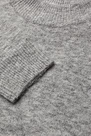 Bomb knit