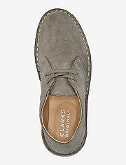 Clarks Originals - Desert Boot. - snörskor - sage suede - 3