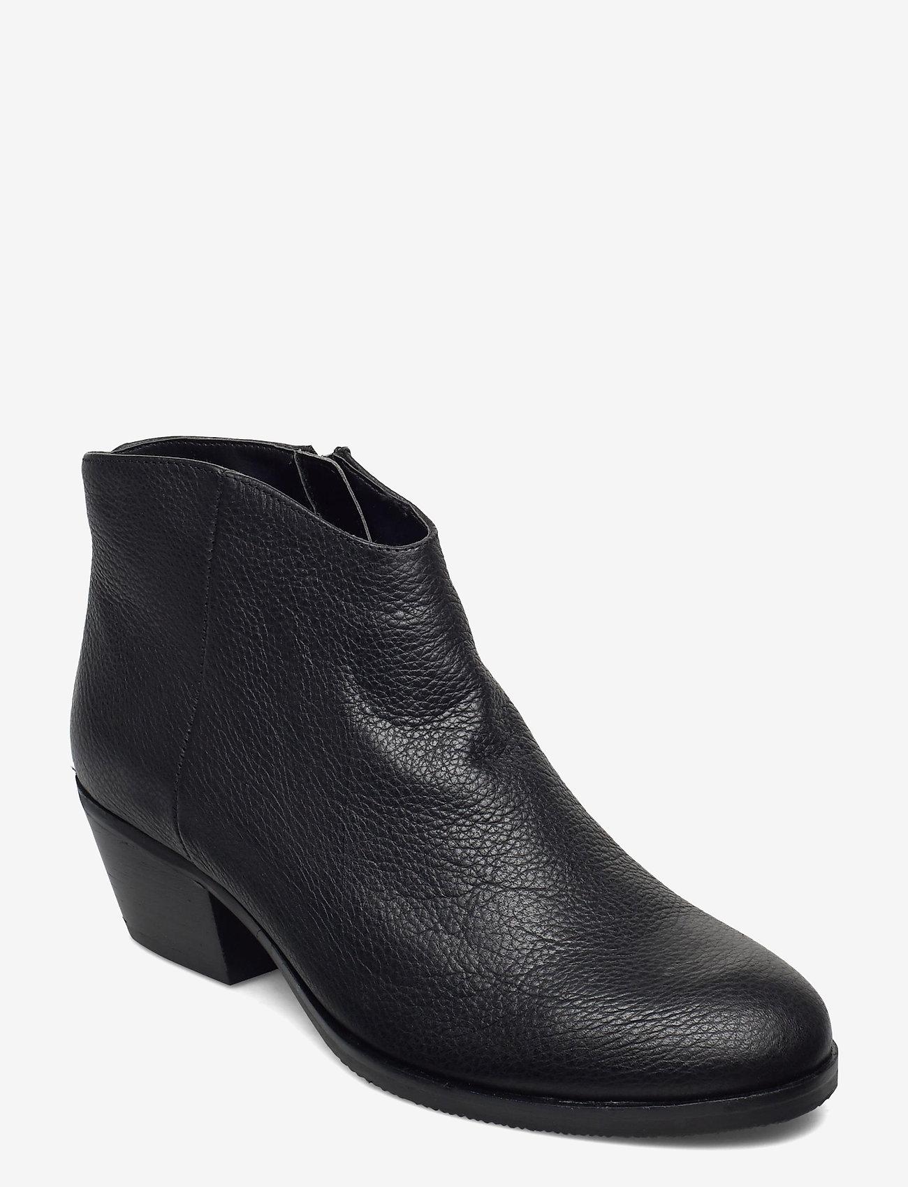 Clarks - Mila Myth - enkellaarsjes met hak - black leather - 0
