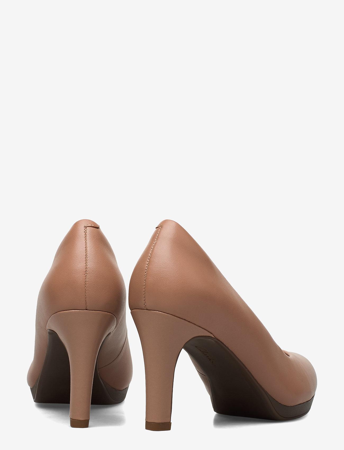 Adriel Viola (Praline Leather) (51.97 €) - Clarks CKNpz
