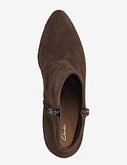 Clarks - Calla Blossom - ankelstøvler med hæl - dark brown suede - 3