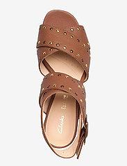 Clarks - Sheer55 Buckle - högklackade sandaler - tan leather - 3