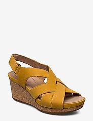 Clarks - Un Capri Step - compensées - yellow nubuck - 0