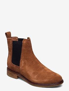 Clarkdale Arlo - chelsea støvler - tan suede