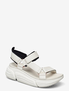 TriComet Go - platta sandaler - white leather