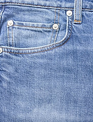 Closed - renton - straight regular - mid blue - 2