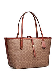55c99a03de0 Coated Canvas Signature Market Tote (B4/tan Rust) (245 €) - Coach ...