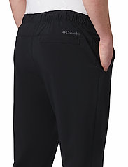 Columbia - Columbia Lodge Woven Jogger - outdoorbukser - black - 5