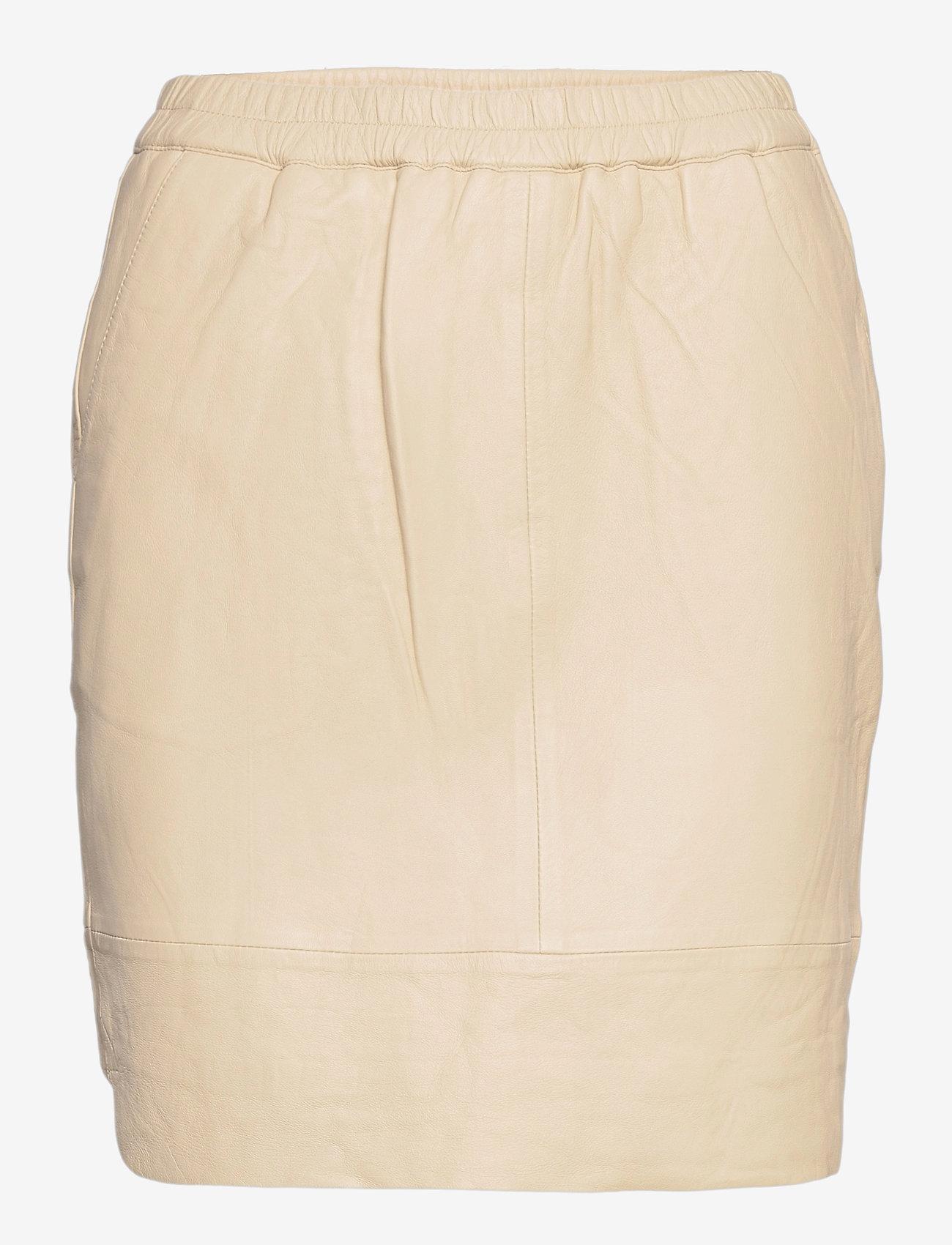 Coster Copenhagen - CC Heart leather skirt (B4514) - korta kjolar - cold cream - 0