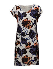 Dress w. dart in big flower print - FLOWER PRINT