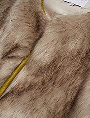 Coster Copenhagen - Vest in faux fur - vester - cress green - 2