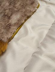 Coster Copenhagen - Vest in faux fur - vester - cress green - 3