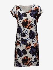 Coster Copenhagen - Dress w. dart in big flower print - lyhyet mekot - flower print - 0