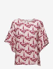Coster Copenhagen - Cupro top w. big sleeve - short-sleeved blouses - travellers palmtree brick - 0