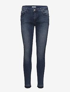 Slim fit jeans w. raw edges - INDIGO BLUE