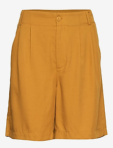 Shorts w. pleats in tencel - GOLD SPICE