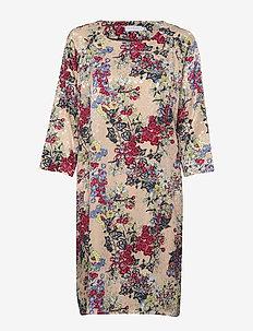 Dress in winter berry print w. ragl - WINTER BERRY PRINT