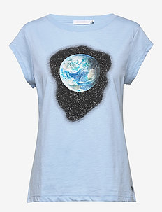 Tee w. earth print - printed t-shirts - powder blue