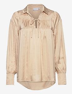 Shirt w. gatherings and collar - langærmede bluser - almond milk