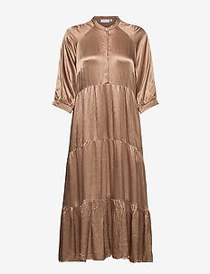 Long dress w. 3/4 sleeves - kveldskjoler - camel