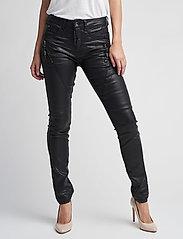 a71ab93b1c Bibiana Coated Jeans (Pitch Black) (99.95 €) - Cream -   Boozt.com