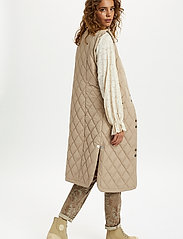 Cream - CRMelika Quilted Waistcoat - puffer vests - silver mink - 4