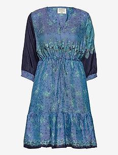 SariCR Dress Silk - sukienki do kolan i midi - multi colours