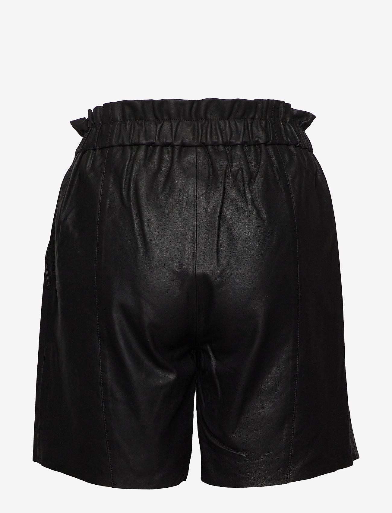 Culture - CUalina Leather Shorts - skórzane szorty - black - 1