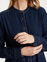 Culture - CUpaola Long Shirt - jeansblouses - blue wash - 4