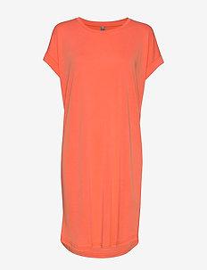 Kajsa T-Shirt Dress - do kolan & midi sukienki - emberglow