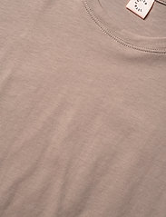 Custommade - Molly Pearl - t-shirts - fungi brown - 2