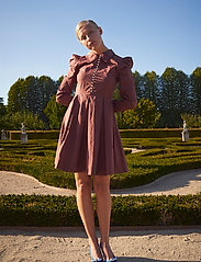 Custommade - Lucy - cocktailklänningar - rum raisin brown - 0