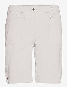 LYRIC SHORTS 48 CM - short de golf - pearl