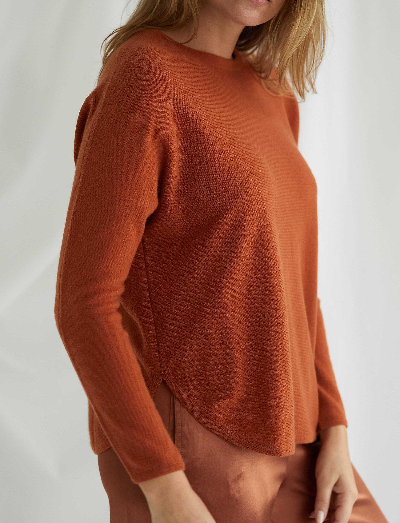 Davida Cashmere - Curved Sweater - sweaters - dark rust - 0