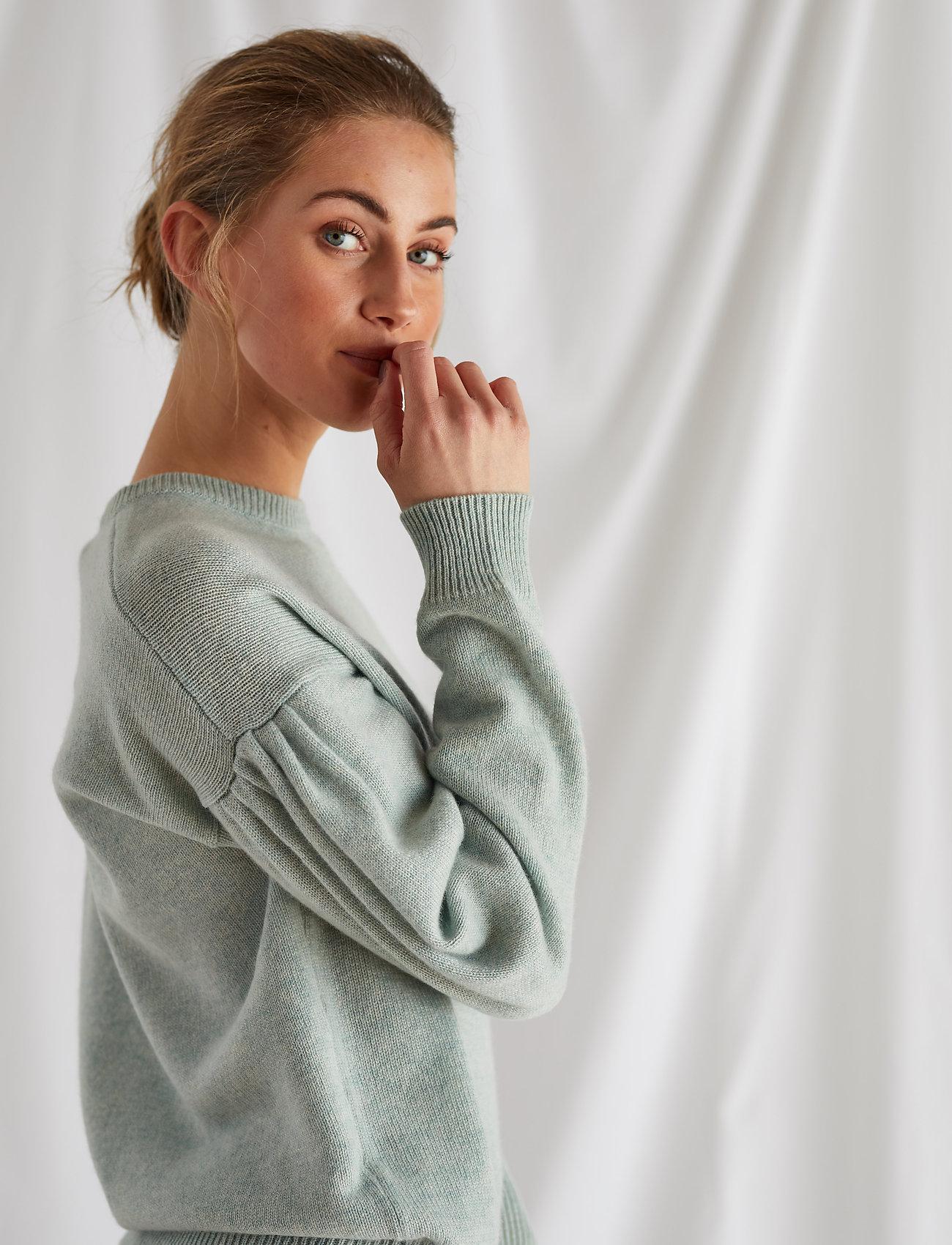 Davida Cashmere - Volume Sleeve Sweater - sweaters - light green - 0