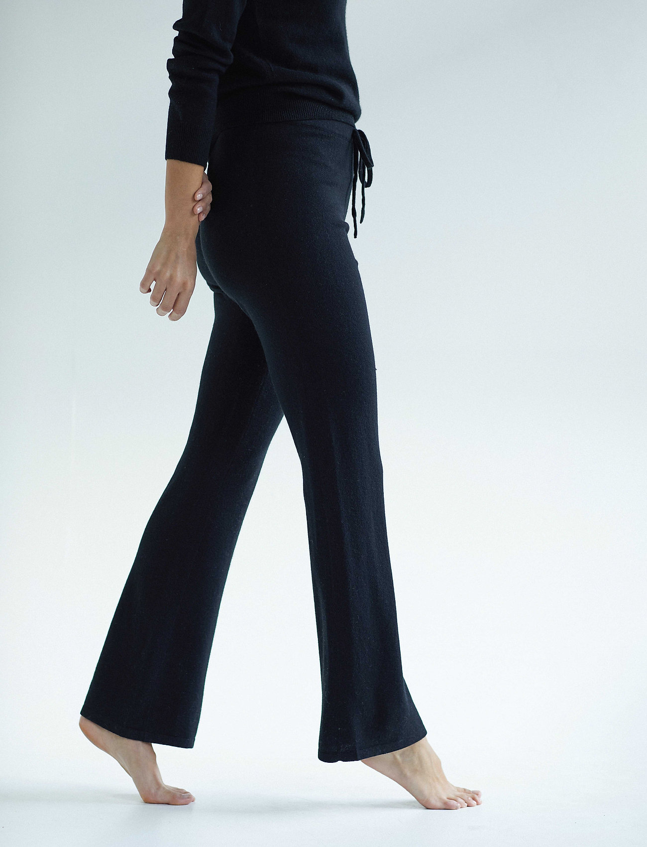 Davida Cashmere - Pants - wide leg trousers - black - 0