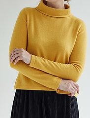 Davida Cashmere - Fold Neck Sweater - turtlenecks - yellow - 0