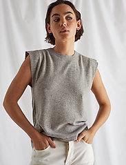 Davida Cashmere - Shoulder Detail Tank - knitted vests - light grey - 0