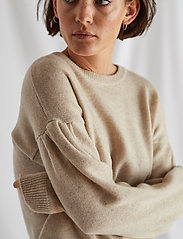 Davida Cashmere - Volume Sleeve Sweater - sweaters - light beige - 0