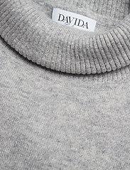 Davida Cashmere - Turtleneck Round Poncho - turtlenecks - light grey - 2