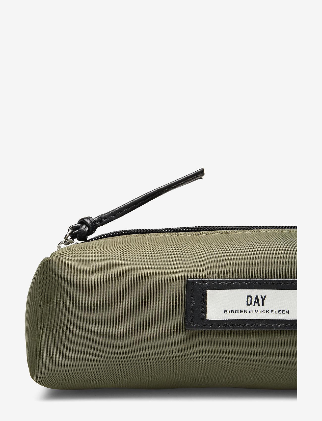 Day Gweneth Pencil (Soldier) - DAY et 3GfeJ4