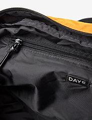 DAY et - Day Gweneth 1 Nighter - torby podróżne i torby gimnastyczne - buckthorn brown - 4