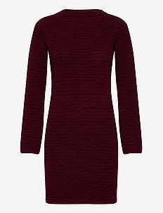 Dress Vilhelmina Burgundy - stickade klänningar - burgundy