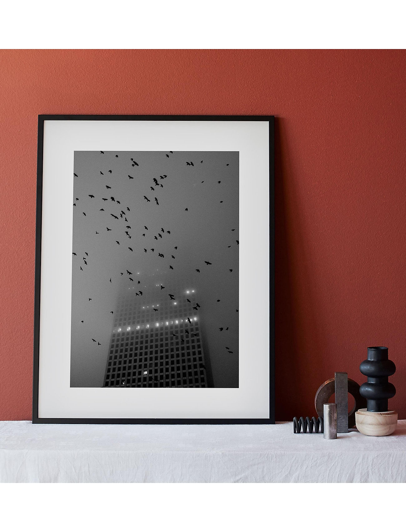Democratic Gallery - Poster Monochrome Birds over City - home decor - black - 1